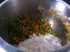 OCXZ4349-300x223 Simple and Easy Pulao in Pressure Cooker