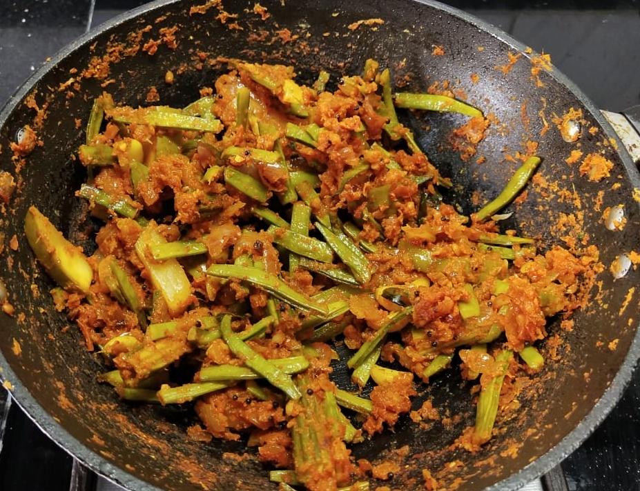 OLYC4155 Raw Mango Cluster Bean Curry/ Aam Gawar ki Sabzi/ Manga Kothavarangai Kuzhambu