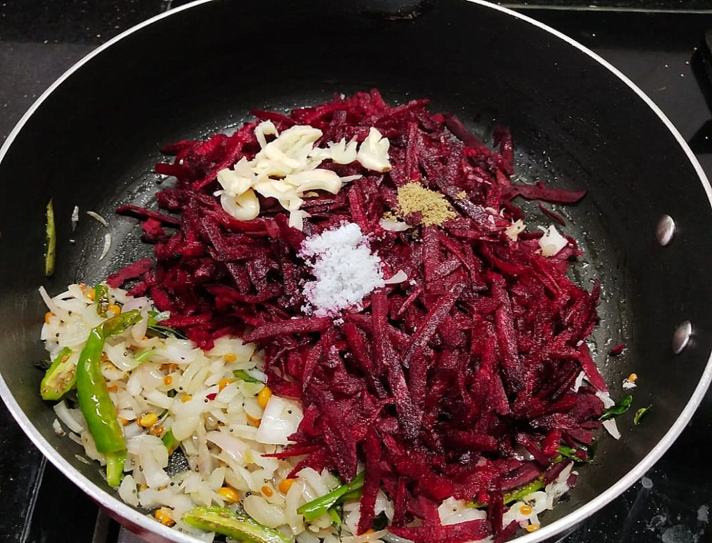 QNUA5096-1024x781 Simple Grated Beetroot StirFry/ Grated Beetroot Poriyal