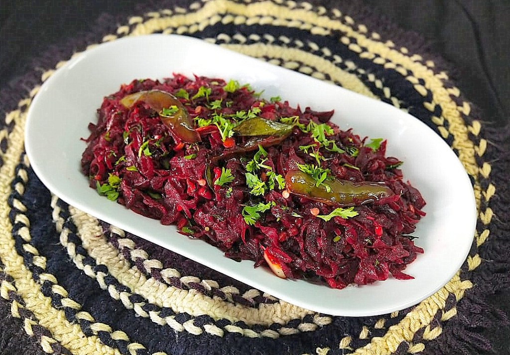 QYIX0530-1024x712 Simple Grated Beetroot StirFry/ Grated Beetroot Poriyal