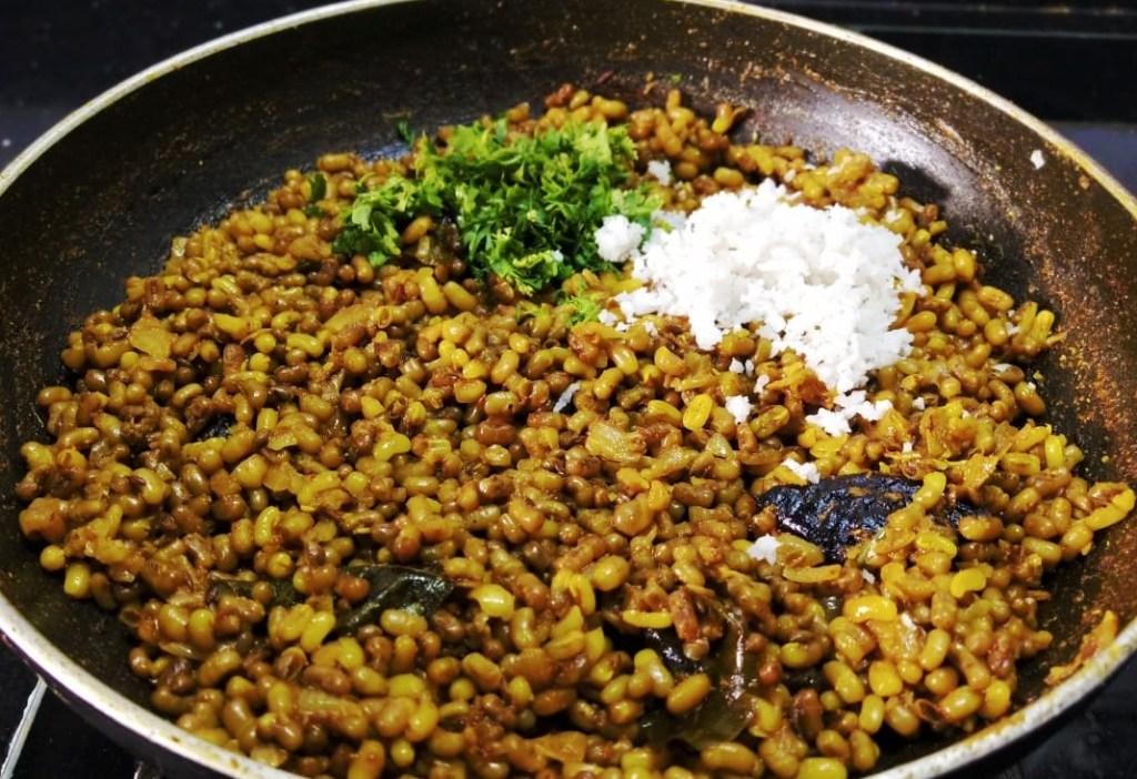 VQYY6681-1024x702 Matki Usal / Moth Bean Dry Curry