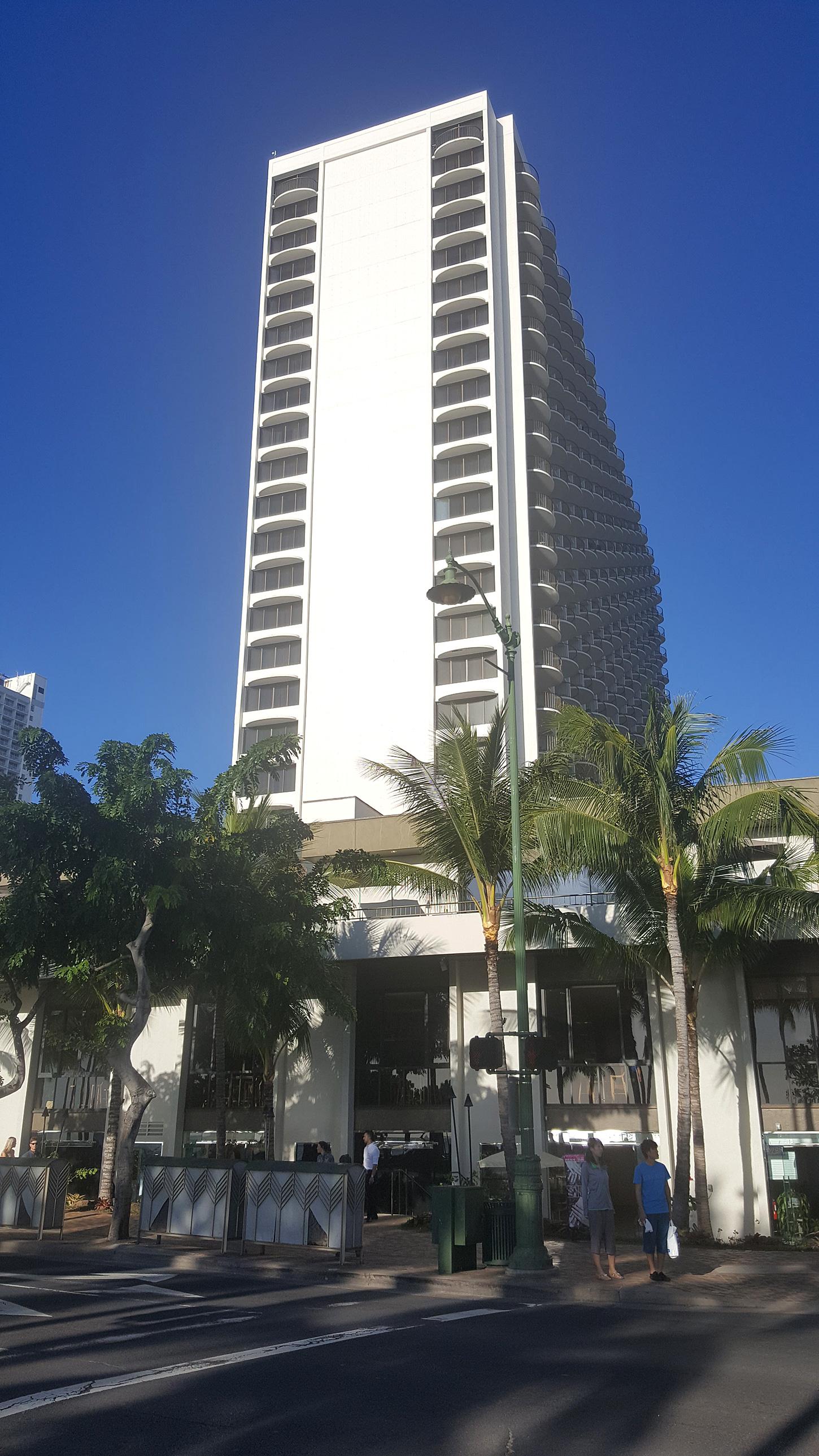 Kuhio Beach Grill at the Waikiki Marriott Celebrates Grand