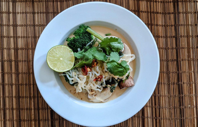 Die beste Keto Thai Curry Kokos Suppe Diät, diet, keto, Keto Diät, ketogene Rezepte, kokos suppe, low carb suppe, thai curry keto rezepte ketogen diät Lunch & Dinner, Rezepte, Schnell & einfach, Vegan, Vegetarisch 1