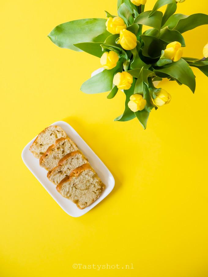 Recept voor broodpudding van suikerbrood, kokos en rozijnen. - Bread and butter pudding. Photography: © Gitta for www.tastyshot.nl