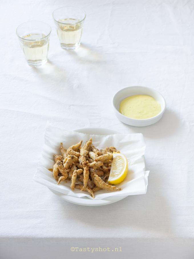 Recept voor Gefrituurde Spiering - Recipe: friture/ gavros/ pescaditos fritos. Photography: © Gitta Polak www.tastyshot.nl