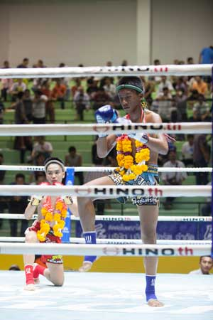 Lumpinee-Boxing-Stadium-Ram-Intra-13