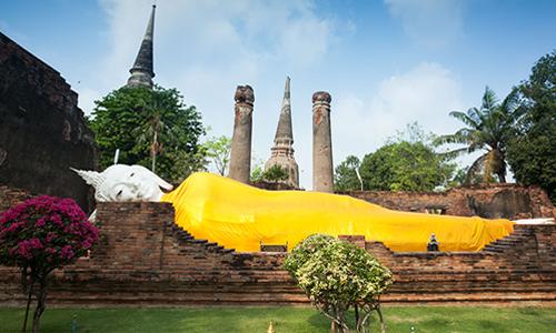 The reclining Buddha image at Wat Yai Chai Mongkhon