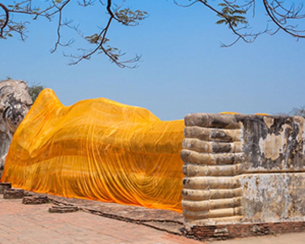 The famous reclining Buddha image at Wat Lokkayasutharam