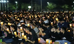 Candlelight-of-Siam-at-Sanam-Luang---People-2-500x300