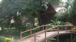 Appreciate-the-artisans-of-Bang-Sai-Royal-Folk-Arts-and-Crafts-Center-in-Ayutthaya_generic