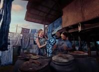 TAT News - women travellers shopping