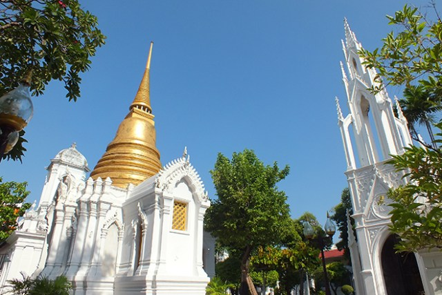 Stupas of the mausoleums at Wat Ratchabophit