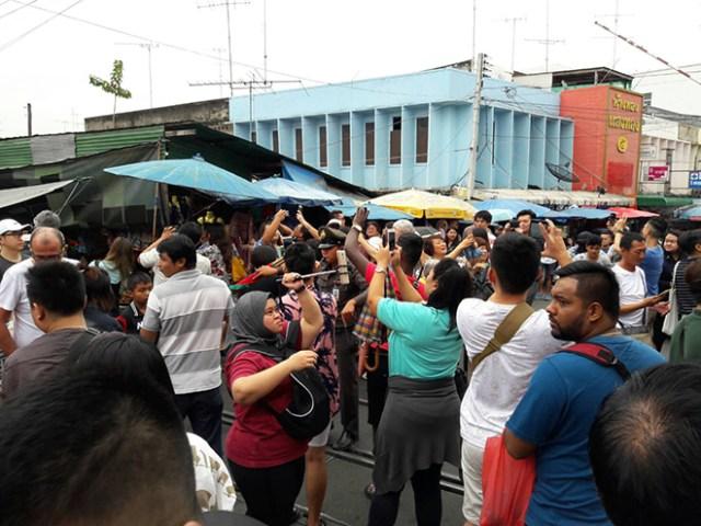 Maeklong Railway Market 5