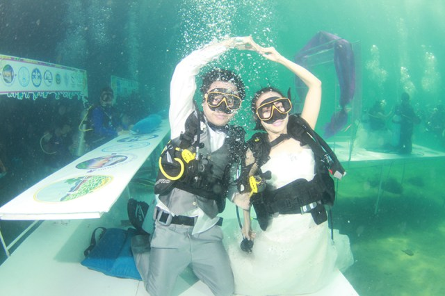 Trang Underwater Wedding Ceremony celebrates 23 years of marital bliss