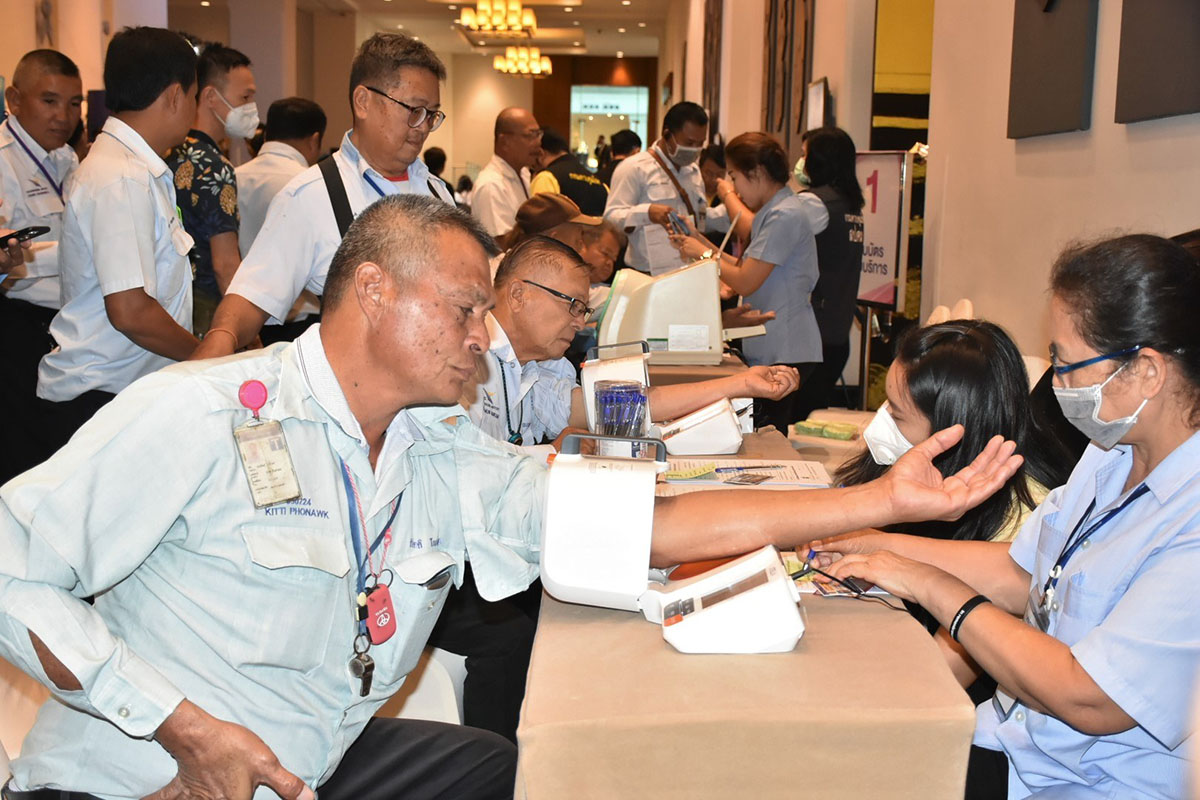 Thai authorities step up health screening for Bangkok taxi drivers