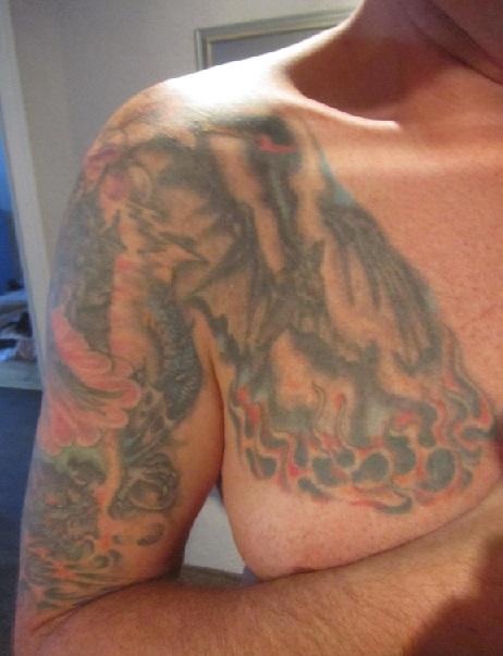 22 Jahre Ates Tattoo Nachstechen Tattoo Bewertungde
