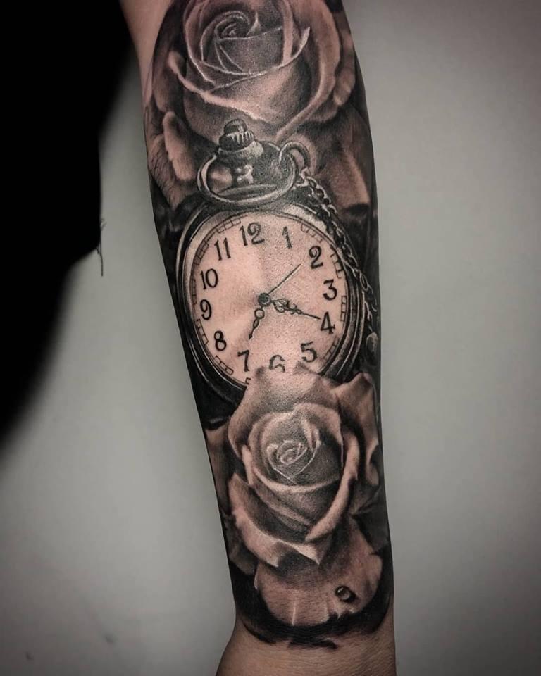 tatouage roses et montre gousset realiste par fabio. Black Bedroom Furniture Sets. Home Design Ideas