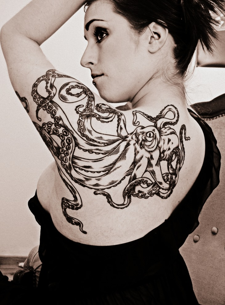 Cool Shoulder Tattoo Design For Women Octopus Tattoo Love