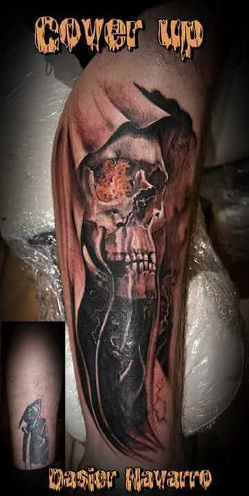 Tattoo Cover up Arm Totenkopf mit Umhang