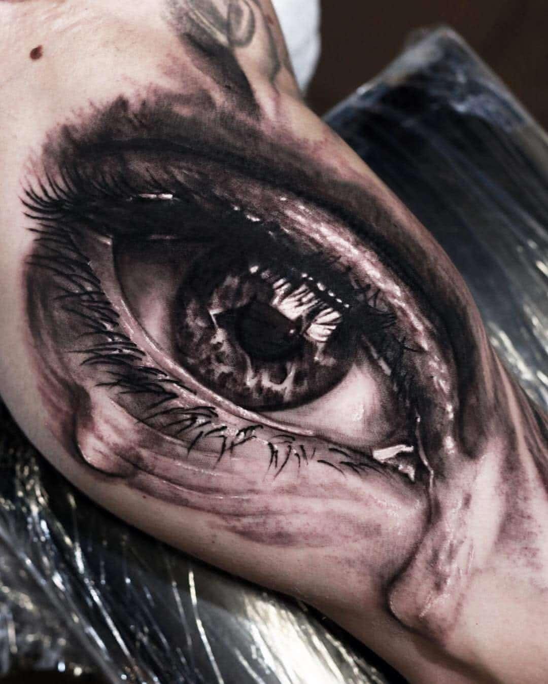 Tattoo 3D Auge mit Tränen