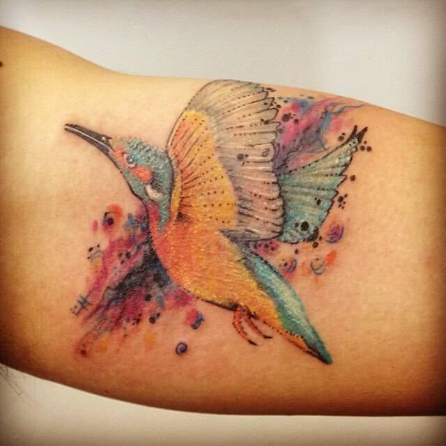 Tattoo Aquarell Watercolor Kolibri auf dem Arm