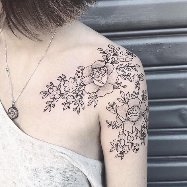 Tattoo Blumen Dotwork auf Schulter