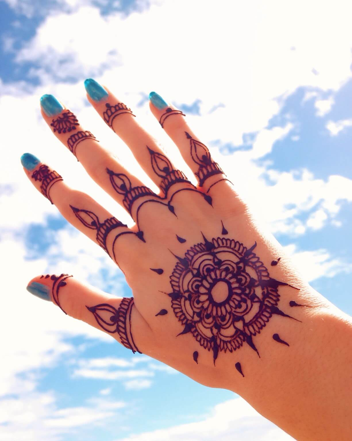 Tattoo Henna auf der Hand