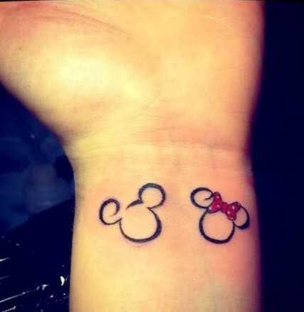 Tattoo Micky und Minniemaus Handgelenk