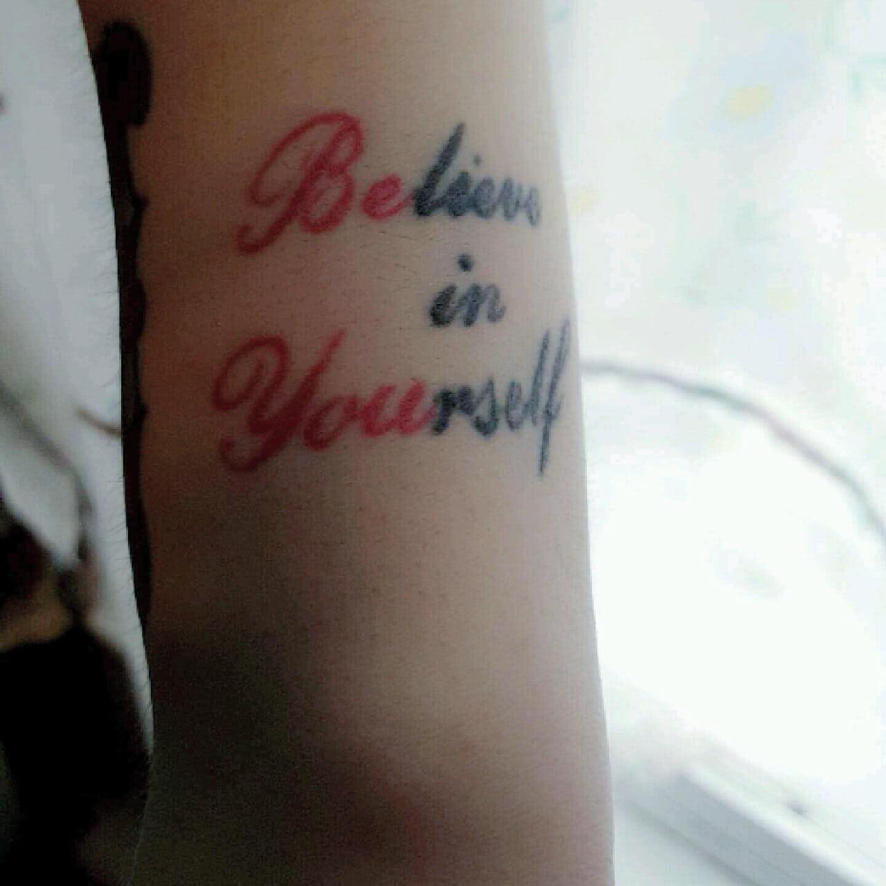 Tattoo Schrift Spruch Believe in Yourself