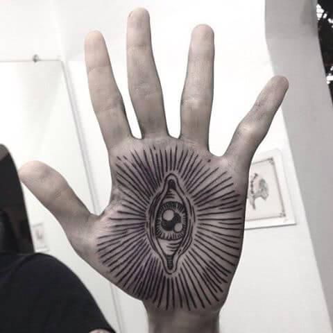 Tattoo Strahlendes Auge auf der Hand