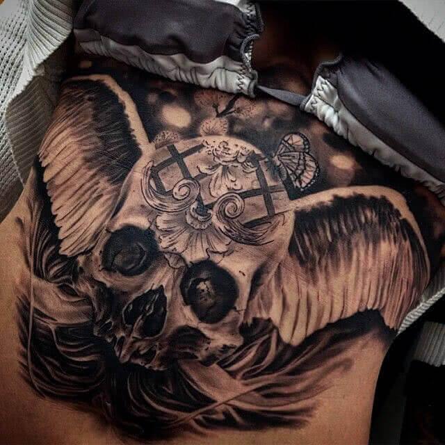 Tattoo Totenkopf mit Engelsflügel