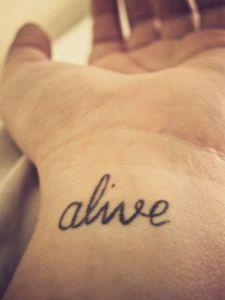 Frase: Alive