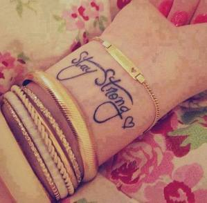 Frase: Stay Strong