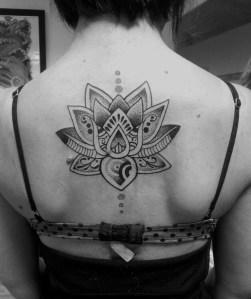 Flor de Loto y Puntos en la Espalda