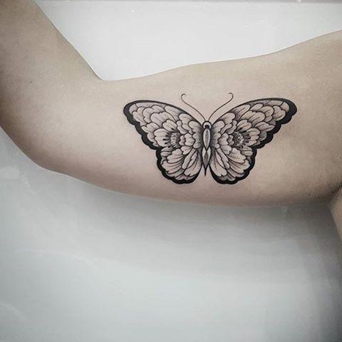 Mariposa simétrica