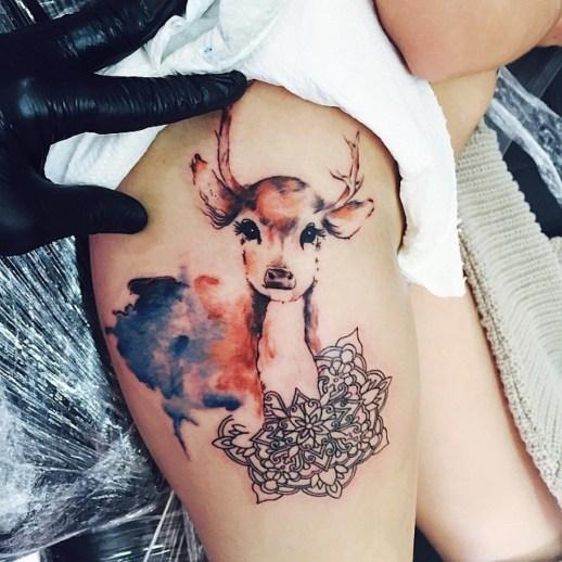Ciervo y Mandala estilo Acuarelas por Tayfun Bezgin