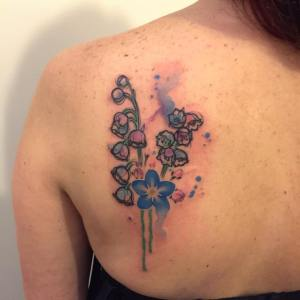 Florecillas estilo Acuarelas por Borà Tattoo Studio