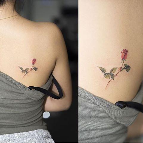 Flor Rosa por Hongdam Tattoo