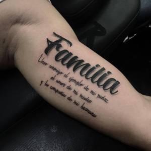 Frase: Llevo conmigo el ejemplo de mi padre, el amor de mi madre y la compañía de mi hermana