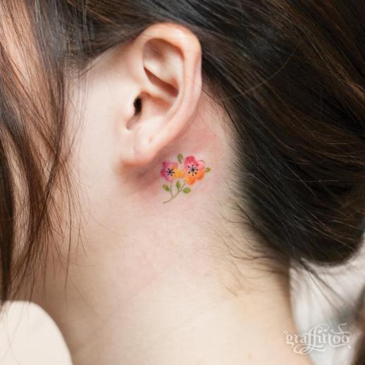 Flores Pequeñas por Graffittoo Tattoo Studio