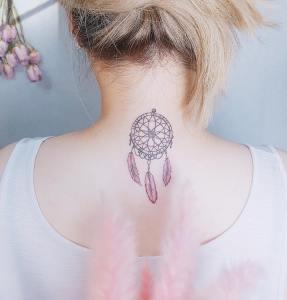 Atrapasueños con plumas rosas