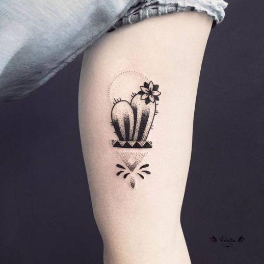 Cactus simpático con flor