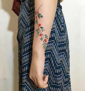 Enredadera de flores por Zihee Tattoo