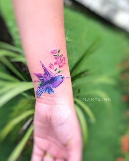 Colibrí con flores por Mary Ellen Maryeink