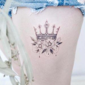 Corona y flores