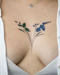 Flores azules y hojas por Rey Jasper