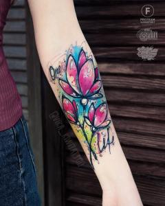 Frase: One Life por Вика Kiwi Tattoo