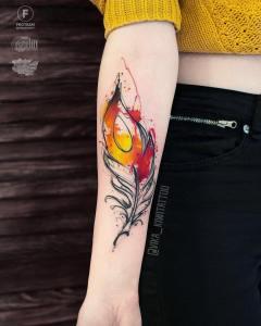 Pluma por Вика Kiwi Tattoo