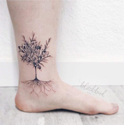 Árbol echando raíces por Luiza Oliveira