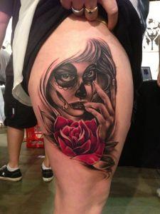 Catrina con flor rosa roja